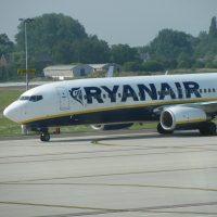 Płacisz kartami Visa? Uważaj na podwójne przewalutowanie i droższe bilety w Ryanair!