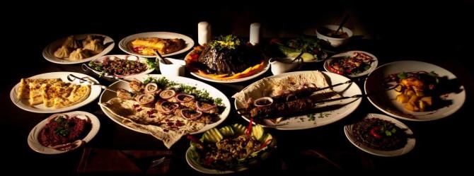 kutaisi-gruzinski-stol-jedzenie-gruzja-autor-smakigruzji.pl