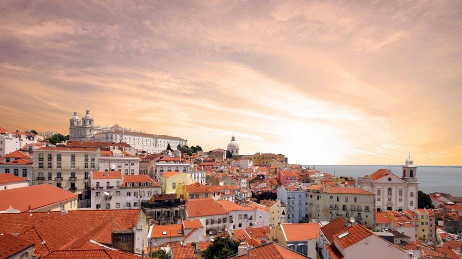 Lizbona-widok-miasto-924x519px-Fotolia_69126099-Phil_Good_S