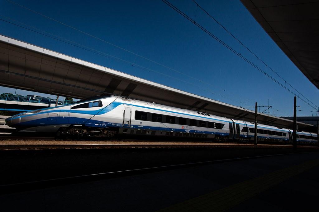 Na Święta i Nowy Rok 100 000 tanich biletów w ekspresach PKP Intercity