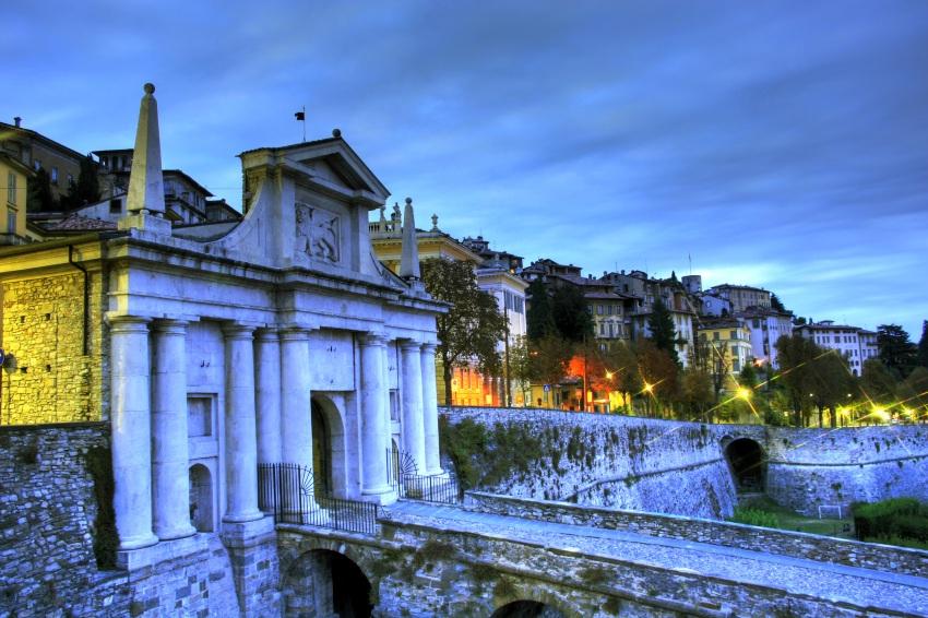 Mediolan Bergamo z Modlina w dobrej cenie dla każdego