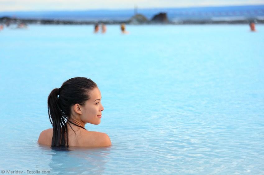 Islandia-blue-lagoon-kobieta-Fotolia_83953274_S_social