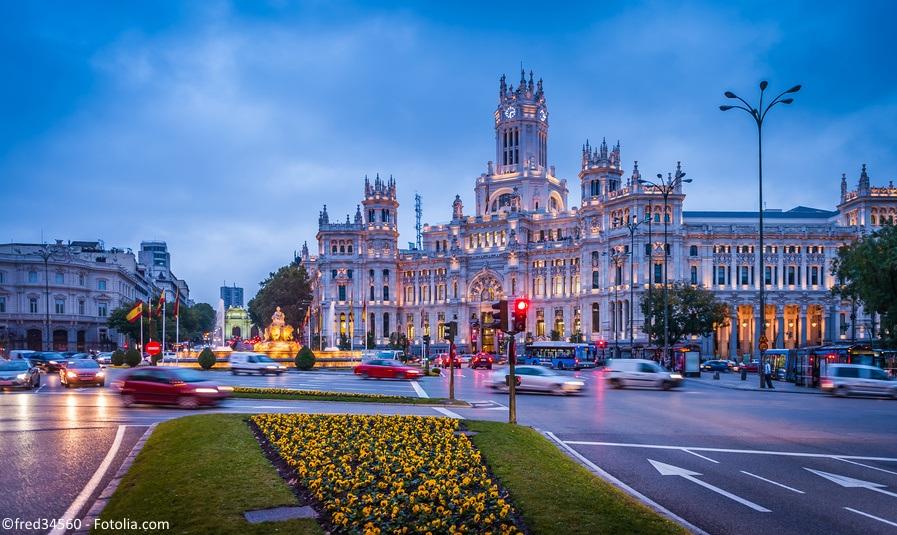 Madryt-budynek-Fotolia_77081509_S_social