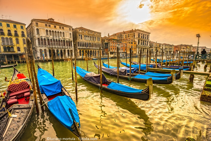 Wenecja Gondolas in Canal Grande - Venice, Italy