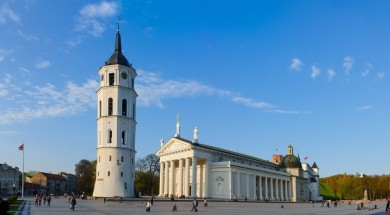 Wilno-katedra-plac-960x500px-Fotolia_69217260-exogadget_S-social