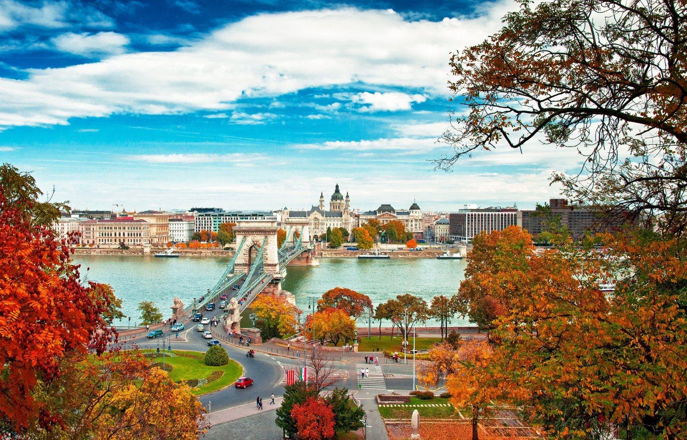Budapeszt-Jesienia-Depositphotos_37708489_original-1390x891px