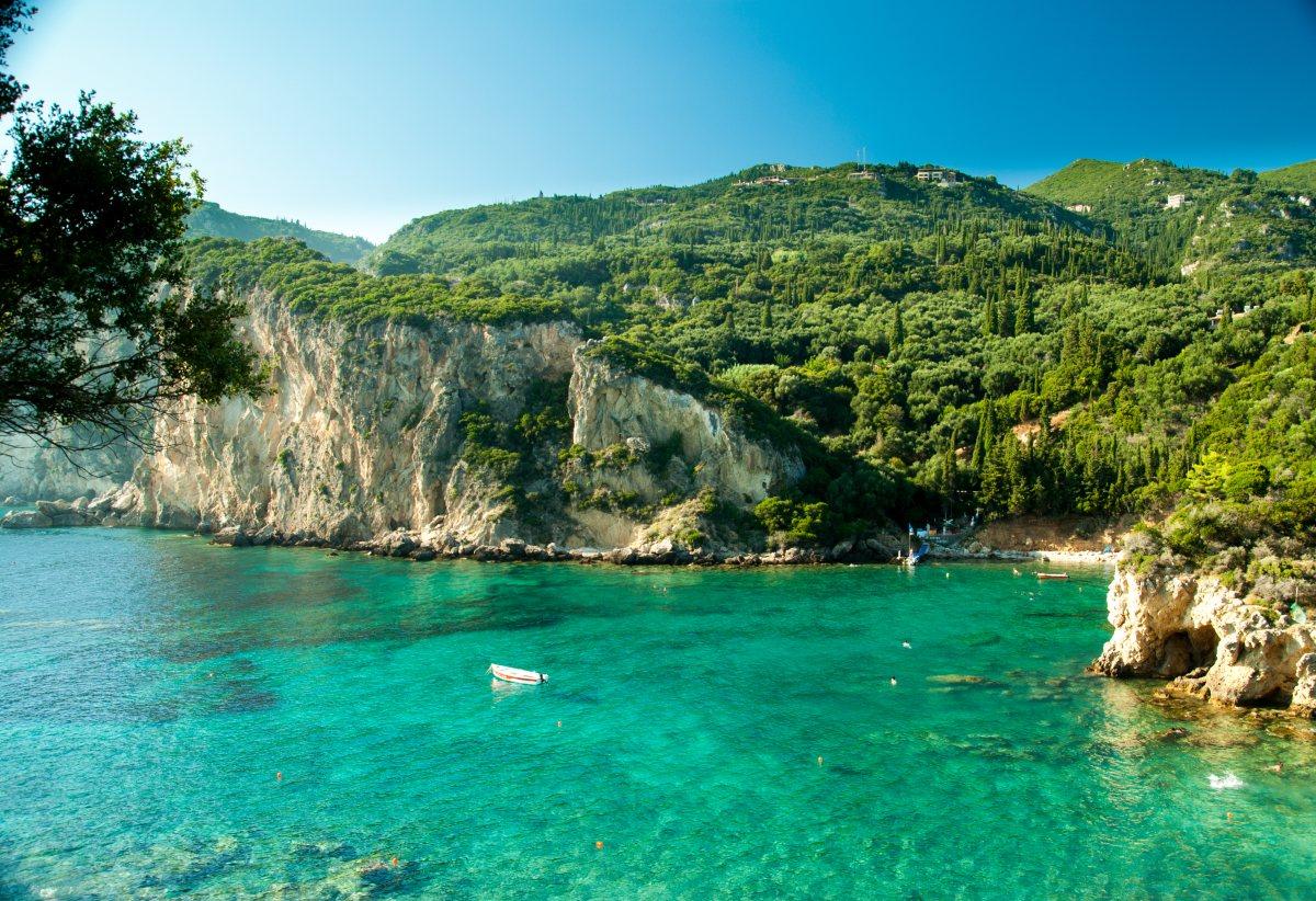 Korfu-zatoka-Paleokastrista-Depositphotos_61497797_original-1200x822px