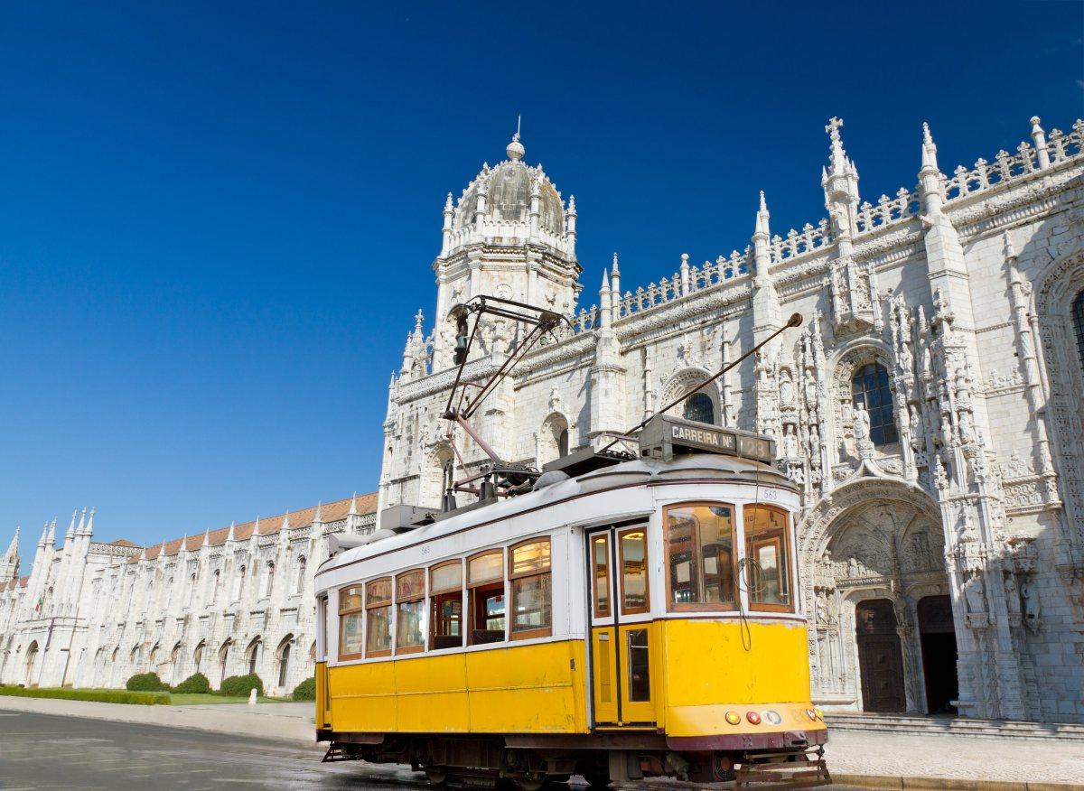 Lizbona z Wrocławia już od 269 PLN RT. Dla każdego.