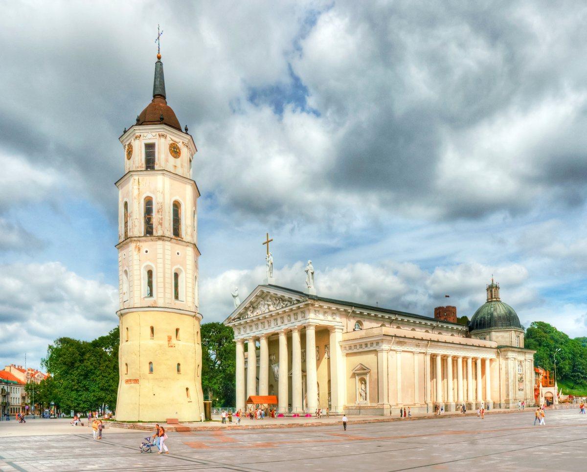 Wilno-katedra-Depositphotos_24518003_original-1200x965px