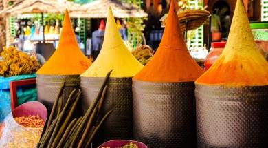 Maroko przyprawy Moroccan spice stall in Marrakech market, Morocco