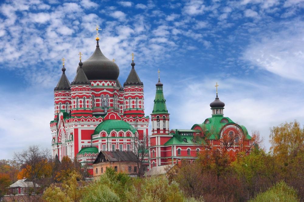 Kijow Kijów Ukraina Kijow-stara-cerkiew-czerwona-Depositphotos_14034423_original-1000x667px