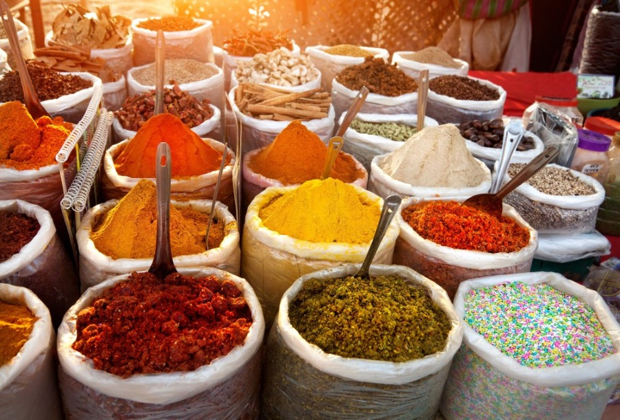 indieIndian colored spices at Anjuna flea market in Goa, India