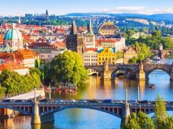 Praga-mosty-kolorowo-Depositphotos_49812897_original-1050x700px