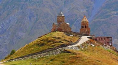 Gruzja-kazbegi-kosciol-widok-Depositphotos_13490824_original-1000x667px