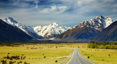 znowa zelandia Landscape with road and snowy mountains, Southern Alps, New Zealand