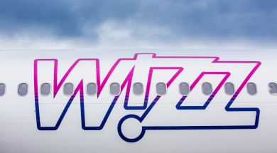 wizzair-samolot-napis-wizz-official-1
