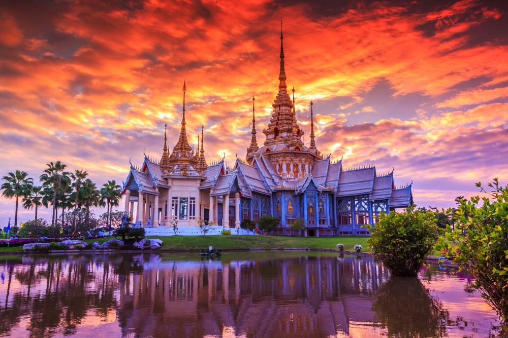 Świetna cena lotów do Bangkoku. Z Polski, dobrymi liniami