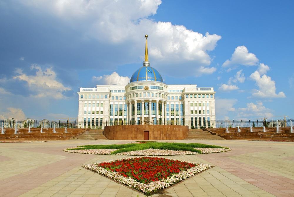Walentynkowa wyprzedaż lotów PLL LOT do Kazachstanu. Bardzo dobra cena!
