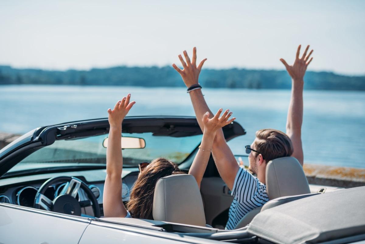 Ponad połowa Polaków woli być kierowcą niż pasażerem podczas podróży autem