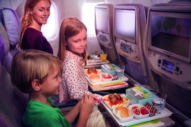 Lecisz samolotem z dzieckiem? Sprawdź te kilka porad.