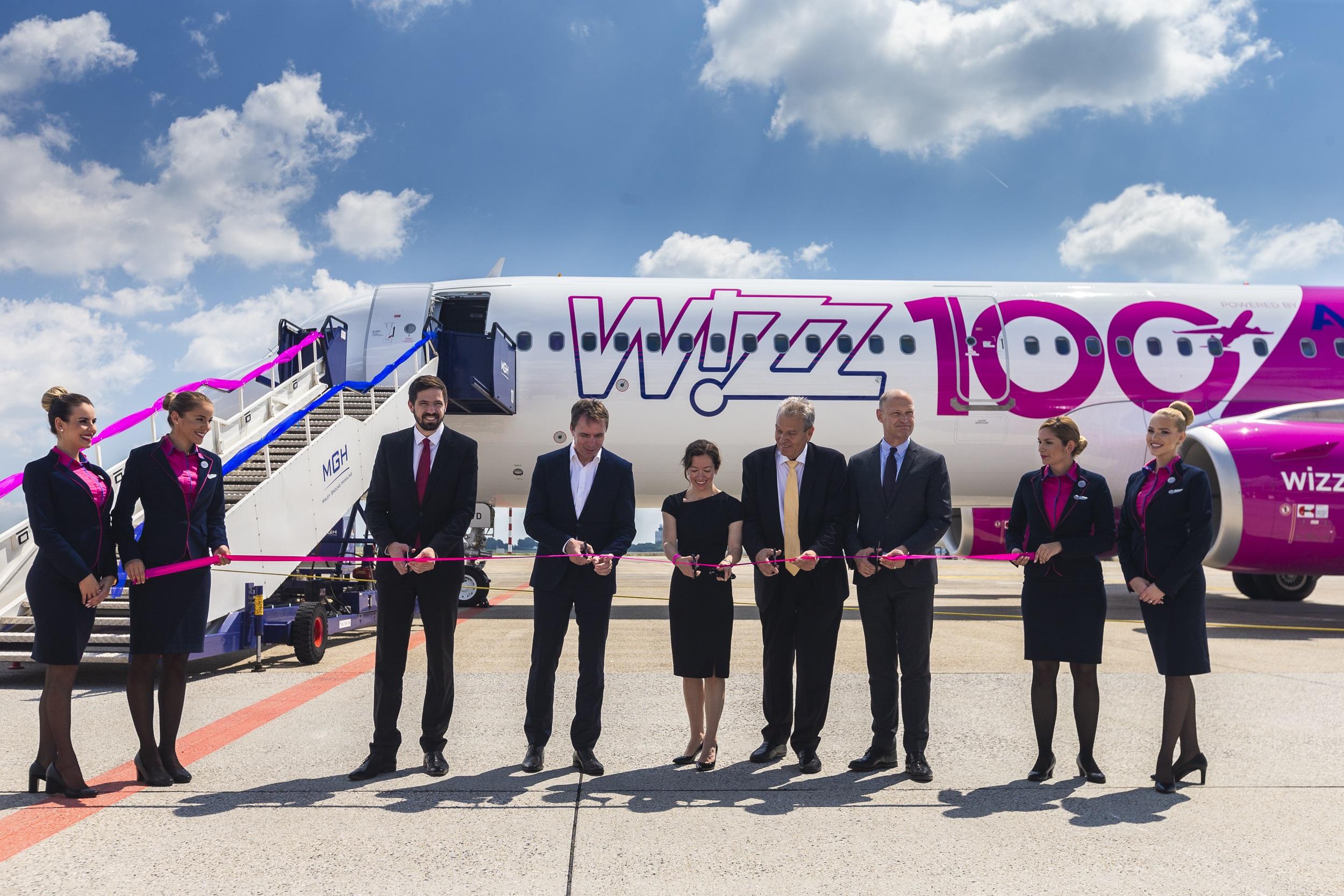 Znalezione obrazy dla zapytania 100 samolot wizz air