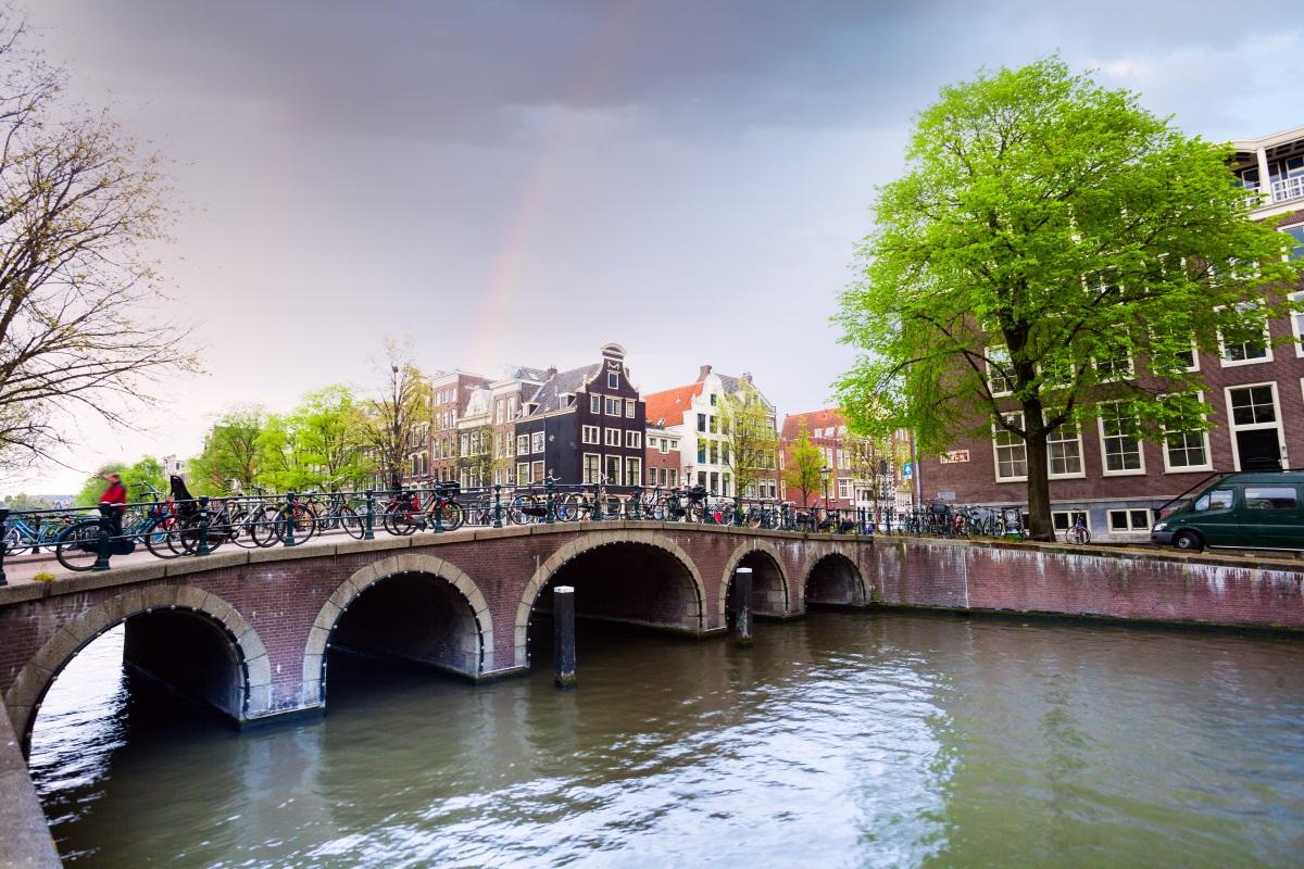 A może tak Amsterdam w wakacje? Dobra cena lotów bezpośrednich
