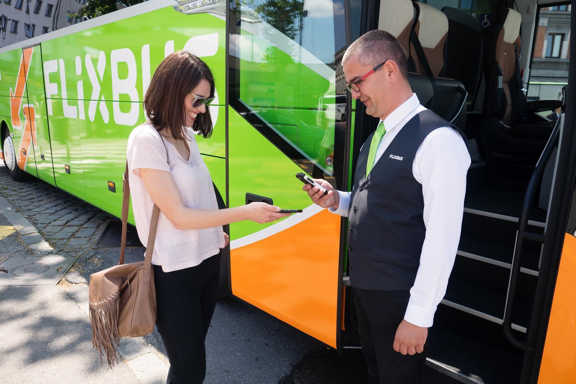 FlixBus wprowadza sprzedaż biletów również w autobusie