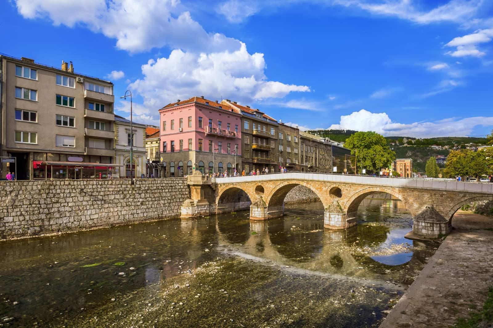 Nieodkryte Sarajewo z Polski. Loty liniami tradycyjnymi