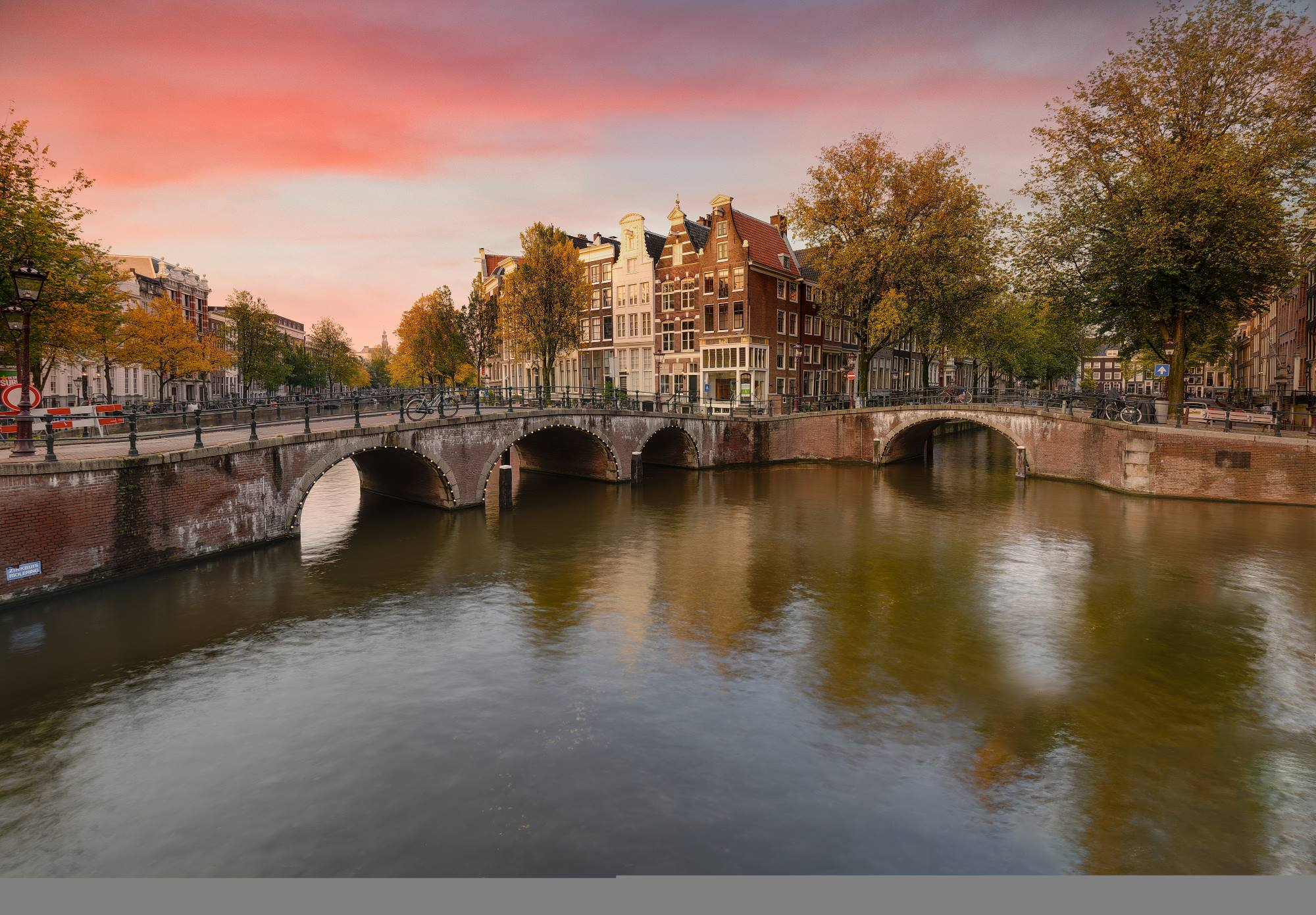Bezpośrednio do Amsterdamu. Okazja od PLL LOT