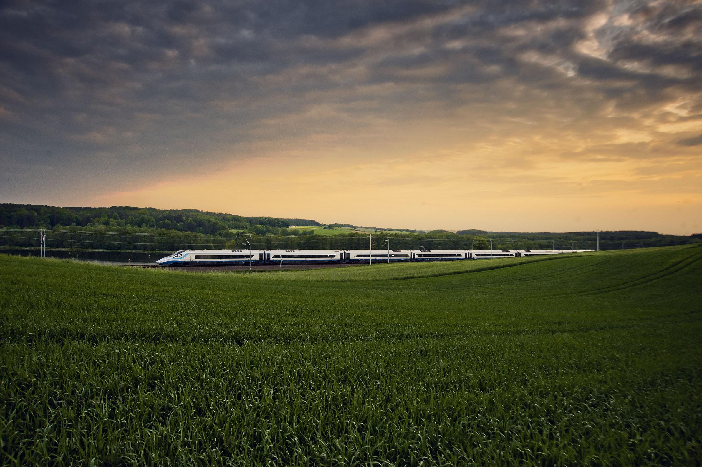 W wakacje pociągi PKP Intercity wybiera pięć razy więcej osób niż w maju