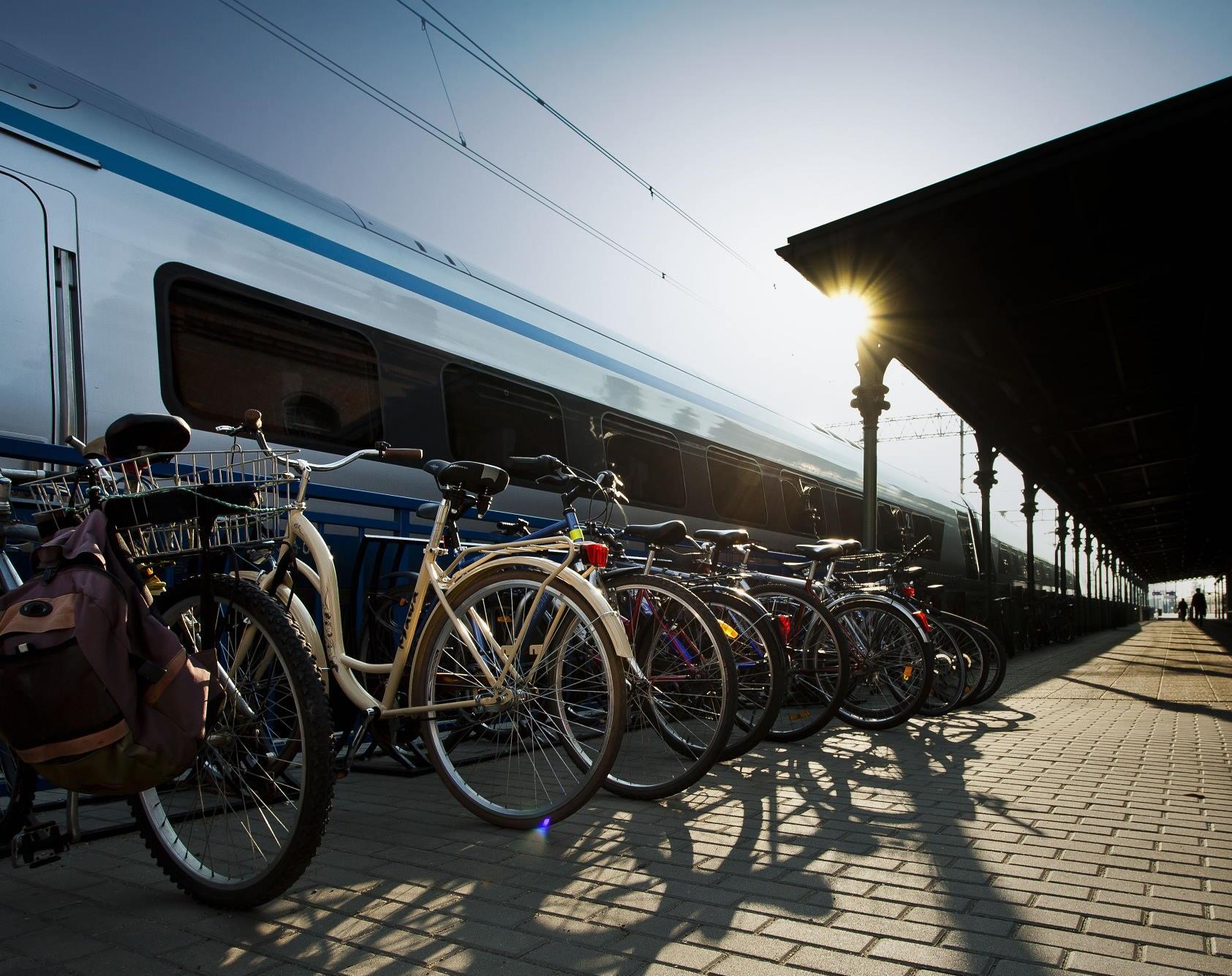 Z PKP Intercity rowerzyści przewiozą swój rower za złotówkę