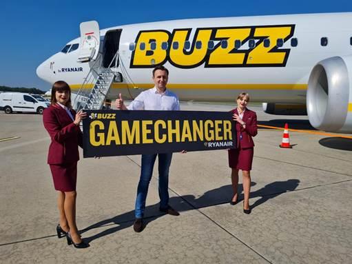 """Buzz: nowy Boeing 737-8200 """"GAMECHANGER"""" wylądował w Polsce"""